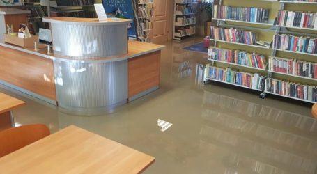 Zalana biblioteka w Moszczenicy