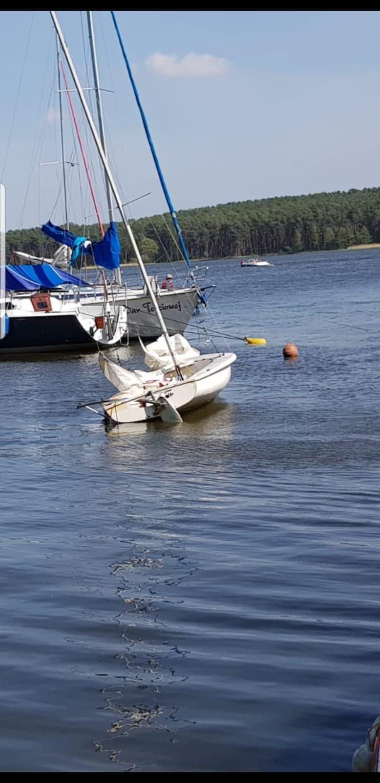 Photo of Na Zalewie Sulejowskim przewróciła się łódź