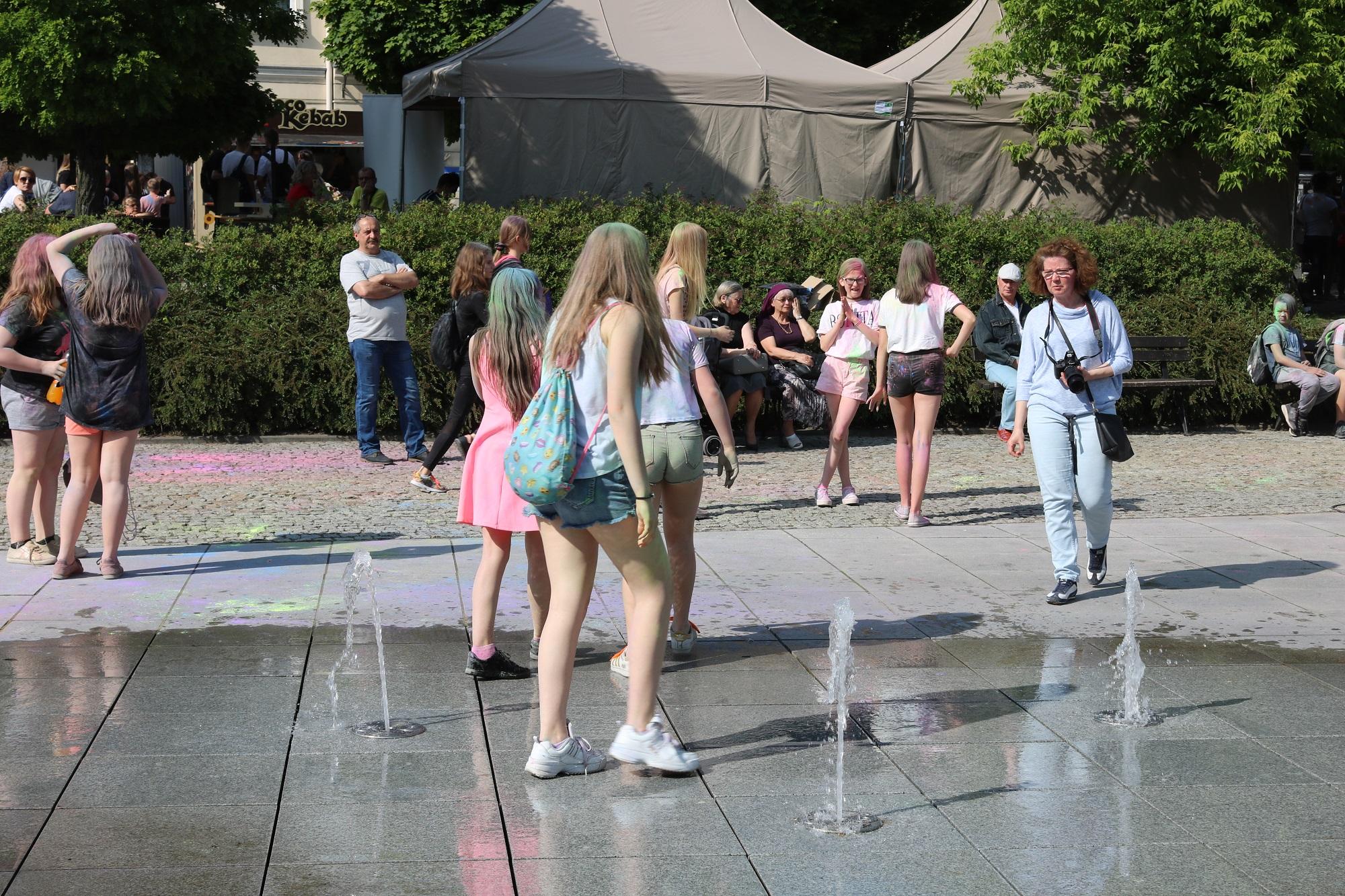 Photo of Sanepid przypomina: fontanna to nie miejskie kąpielisko!