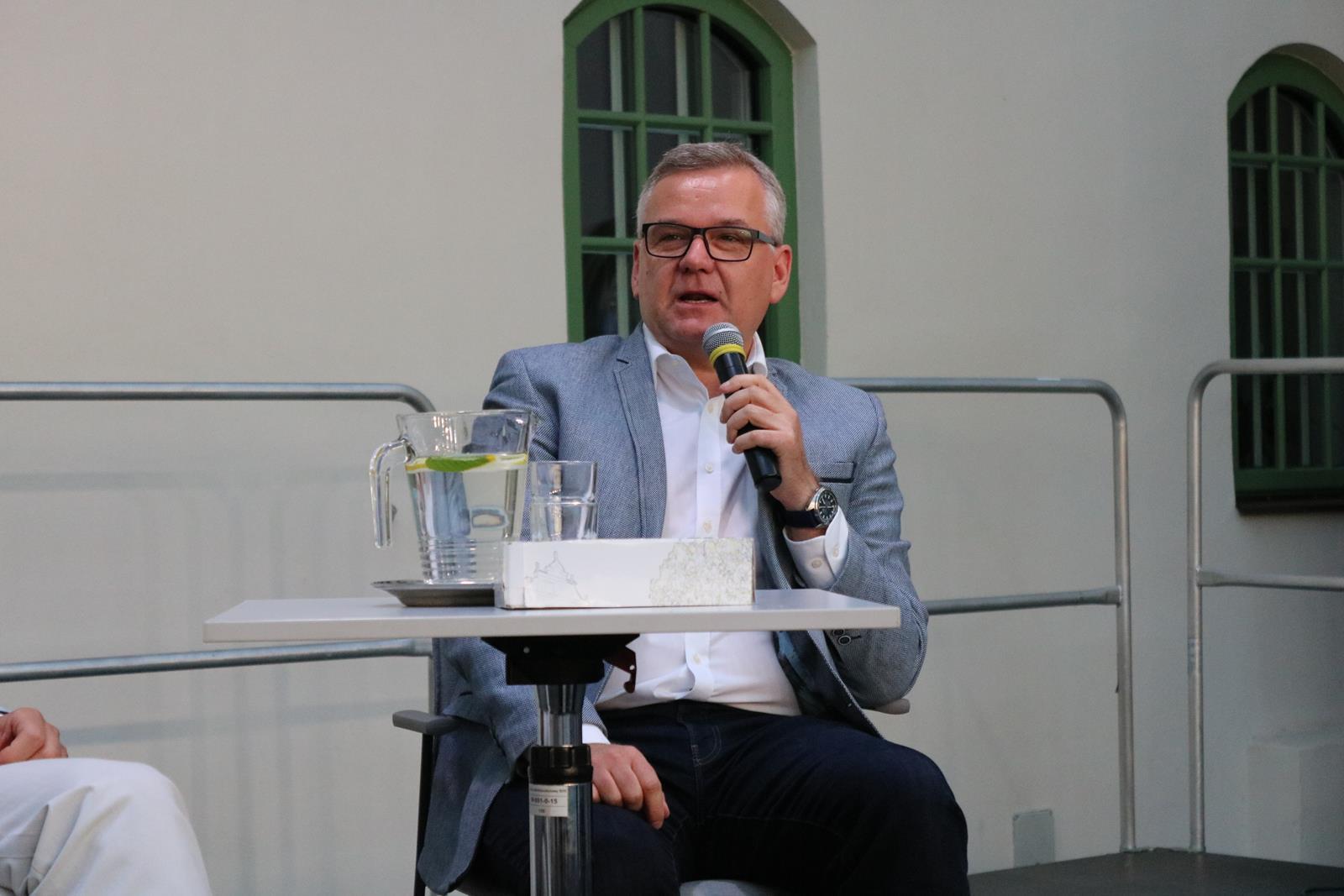 Photo of Tłumy na spotkaniu z Arturem Andrusem
