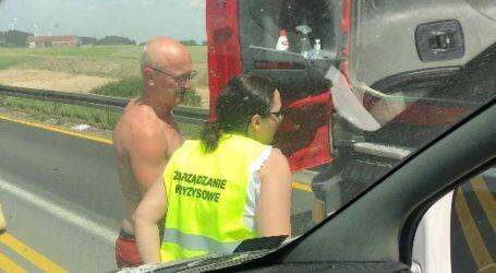 Na polecenie starosty rozdają wodę kierowcom w korkach