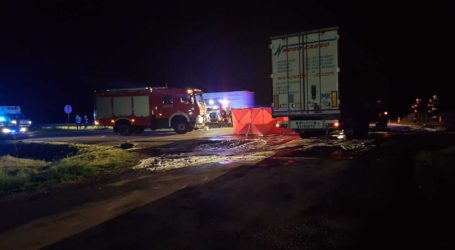 Śmiertelny wypadek na DK1. Audi wbiło się pod ciężarówkę