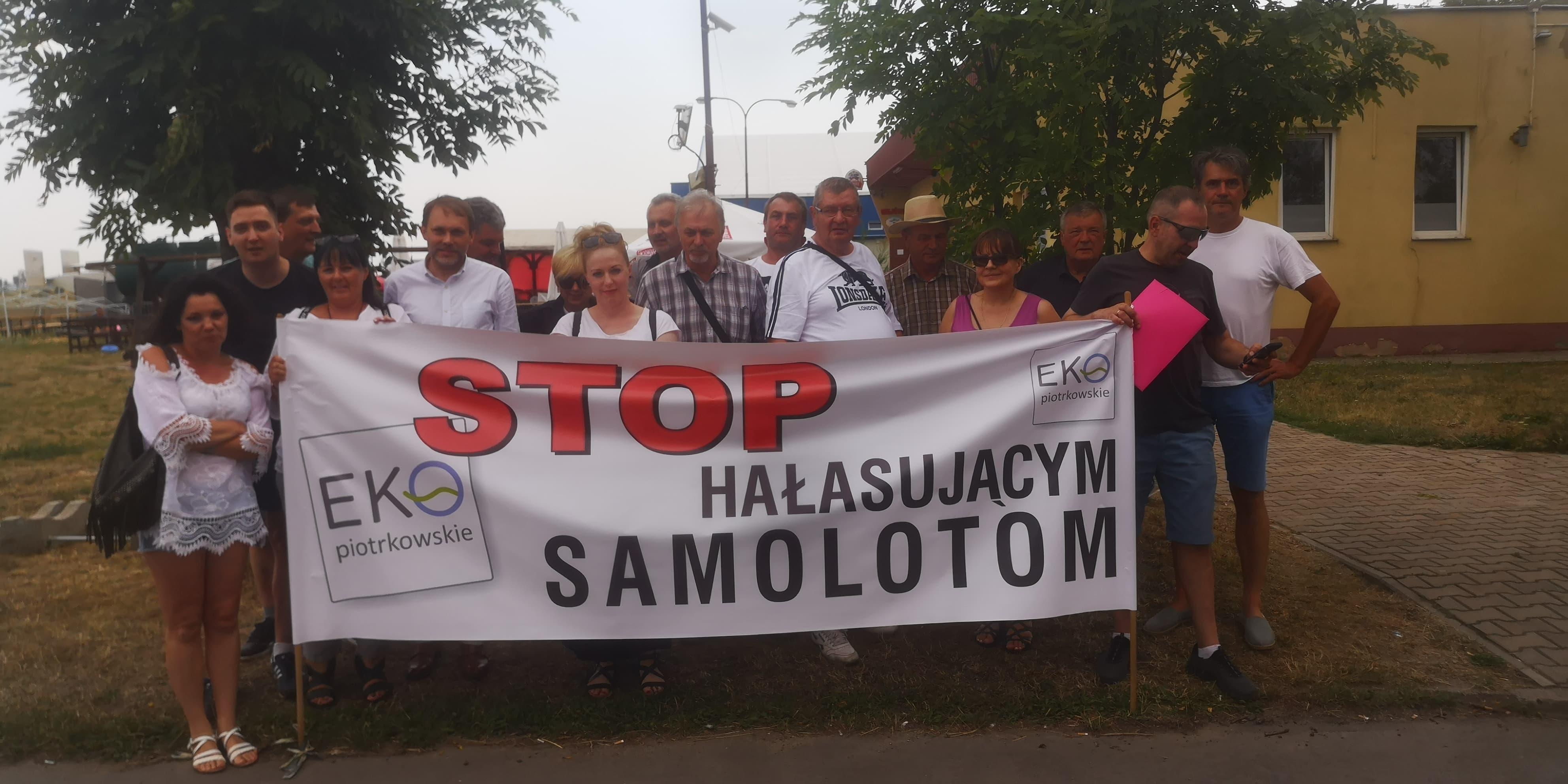 """Photo of Protestowali przeciwko Skyvanowi. Mają dość """"pierdziocha"""""""