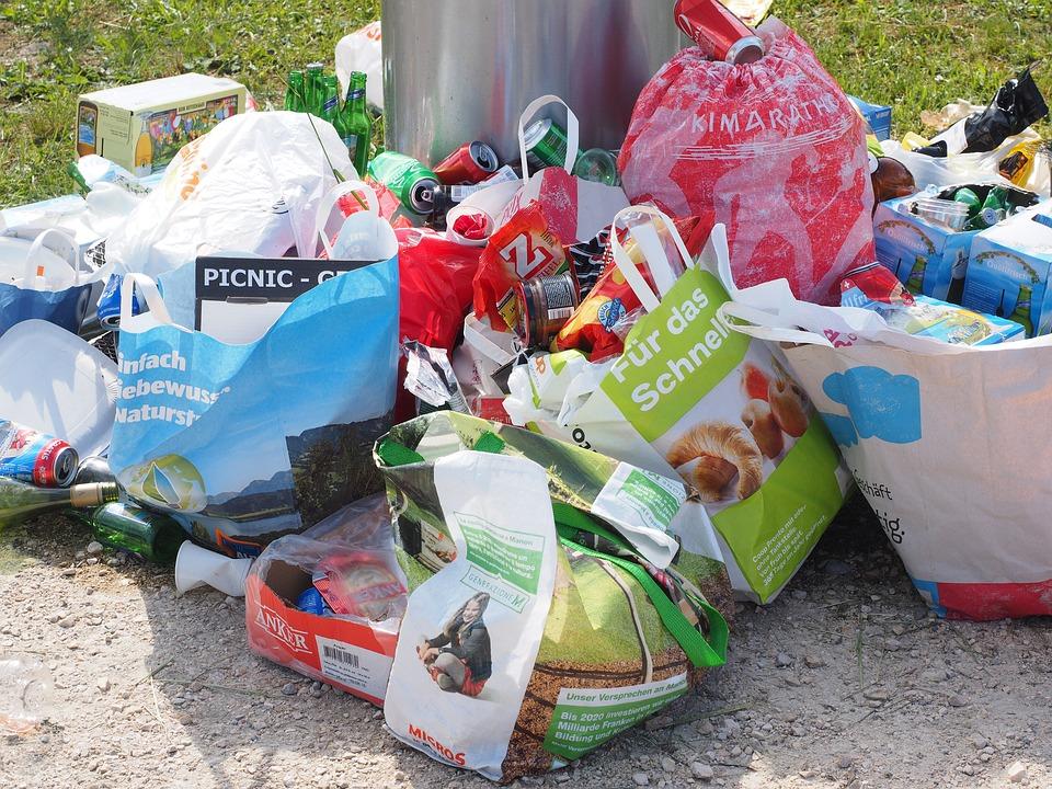 Photo of UOKiK sprawdził, jak i dlaczego drożeją śmieci