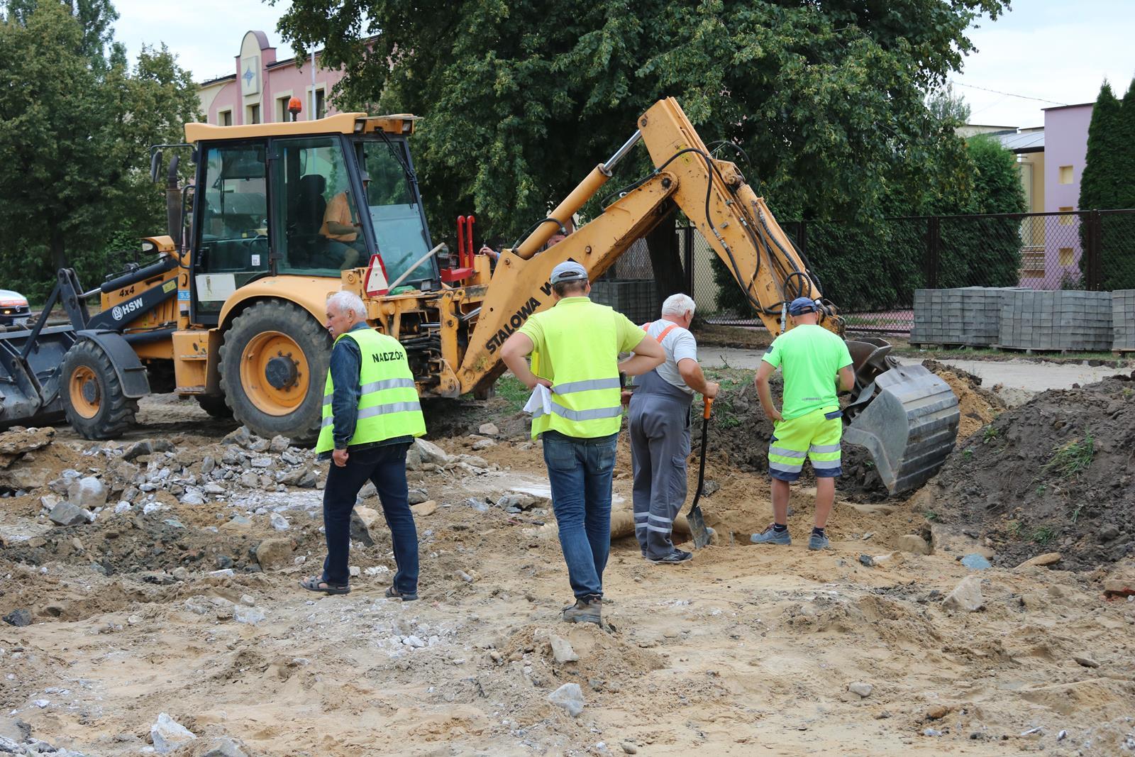 Photo of Operator koparki uszkodził gazociąg na ulicy Żelaznej – FOTO, WIDEO