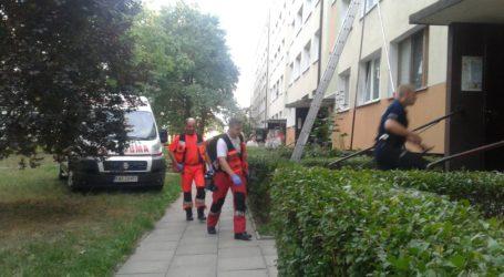 Strażacy pomogli otworzyć mieszkanie starszej pani. Lokatorka niestety już nie żyła