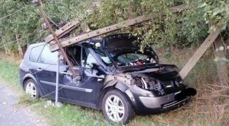 Pożar samochodu w Cekanowie i zderzenie ze słupem w Mąkolicach