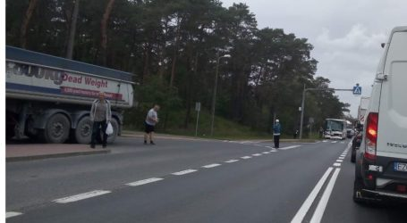 Kolizja autobusu i ciężarówki na dk 12