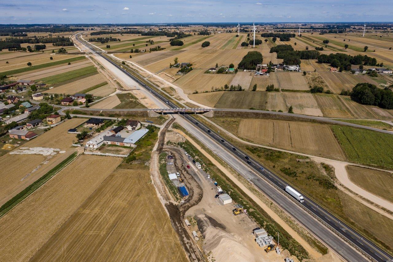Photo of Postęp prac na budowie A1 Tuszyn – Piotrków Trybunalski – film z drona