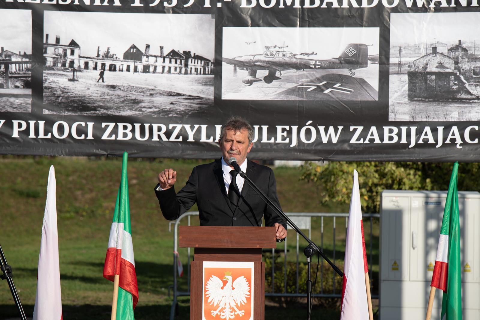 """Photo of """"Nigdy więcej wojny!"""". 80. rocznica bombardowania Sulejowa"""
