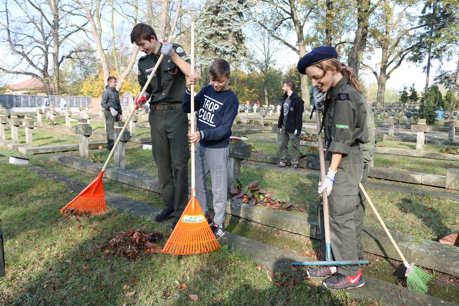 Photo of Harcerze sprzątali żołnierskie groby – POSŁUCHAJ