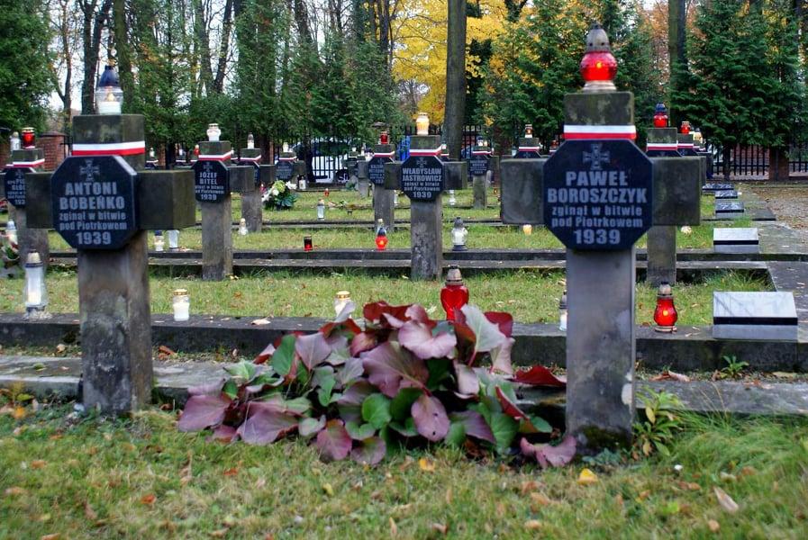 Photo of Pomóż sprzątać groby bohaterów wojennych