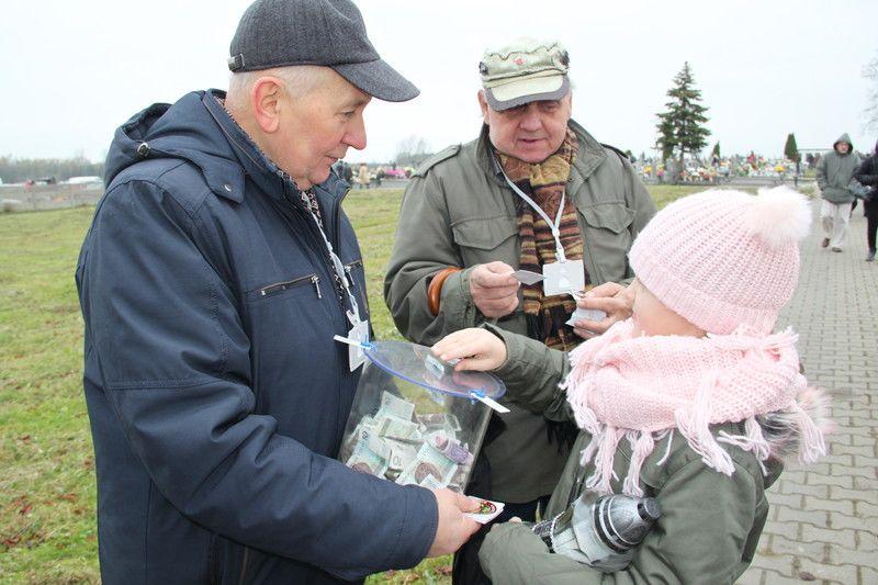 Photo of Także w Moszczenicy odbędzie się kwesta na ratowanie cmentarza