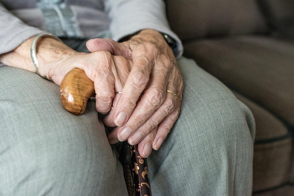 Photo of Pomóżmy seniorom przetrwać czas koronawirusa – akcja WIDZIALNA RĘKA
