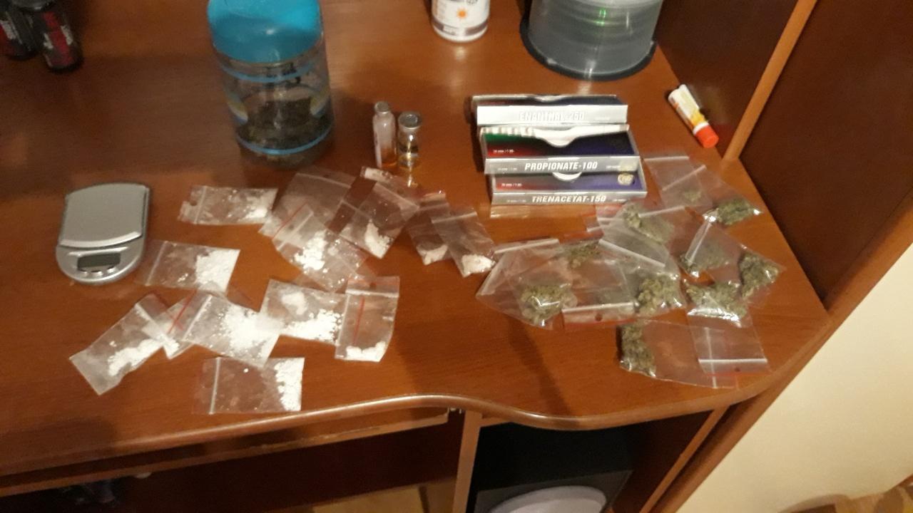Photo of Zatrzymani dilerzy narkotykowi. Jeden z nich  sprzedawał narkotyki nieletnim