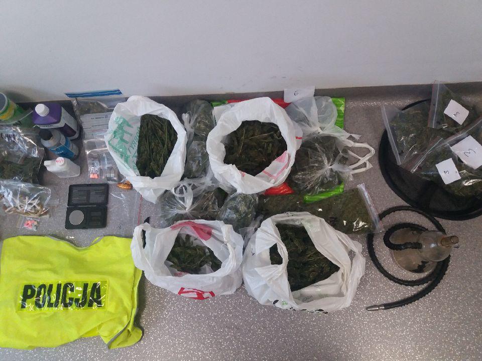 Photo of Grzybki halucynogenne, LSD, tabletki ecstasy i 2 kg konopi indyjskich w rękach policji