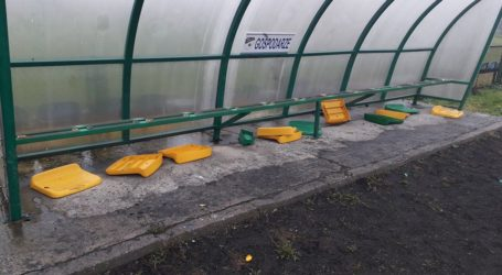 Wandale w nocy zniszczyli stadion w Moszczenicy