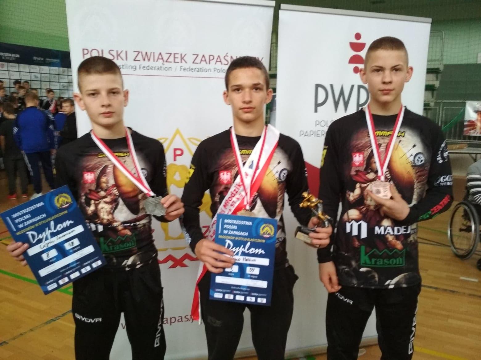 Photo of Trzy medale zapaśników AKS w Mistrzostwach Polski młodzików