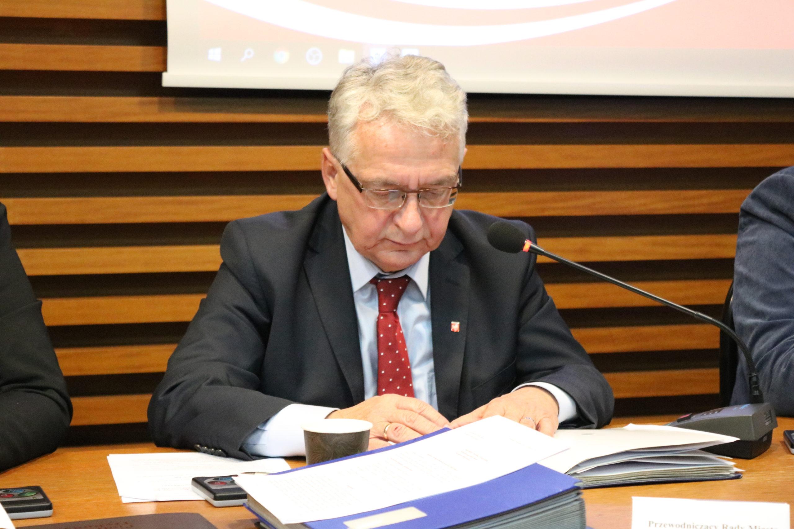 Photo of Marian Błaszczyński przeprosił za swoje zachowanie. Wcześniej wniosek o jego odwołanie upadł