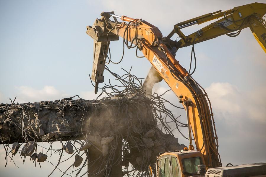 Photo of Trwa rozbiórka wiaduktu. Fragment A1 zamknięty do poniedziałku – ZDJĘCIA,FILM