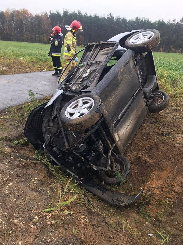 Photo of Kierowca zepchnięty do rowu – samochód dachował