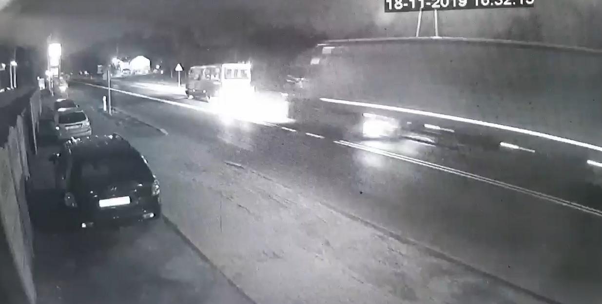 Photo of TIR staranował liniowego busa – zobacz film