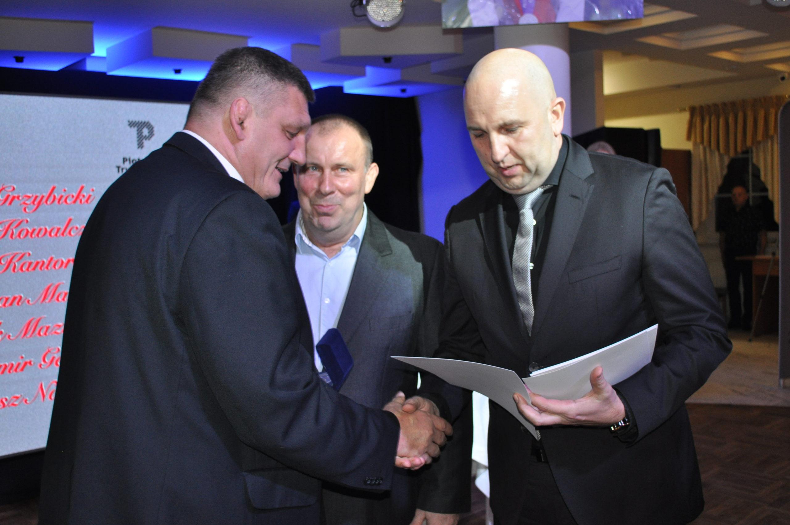 Photo of O piotrkowskich zapasach z Marcinem Cejnógiem szefem AKS Piotrków – WYWIAD