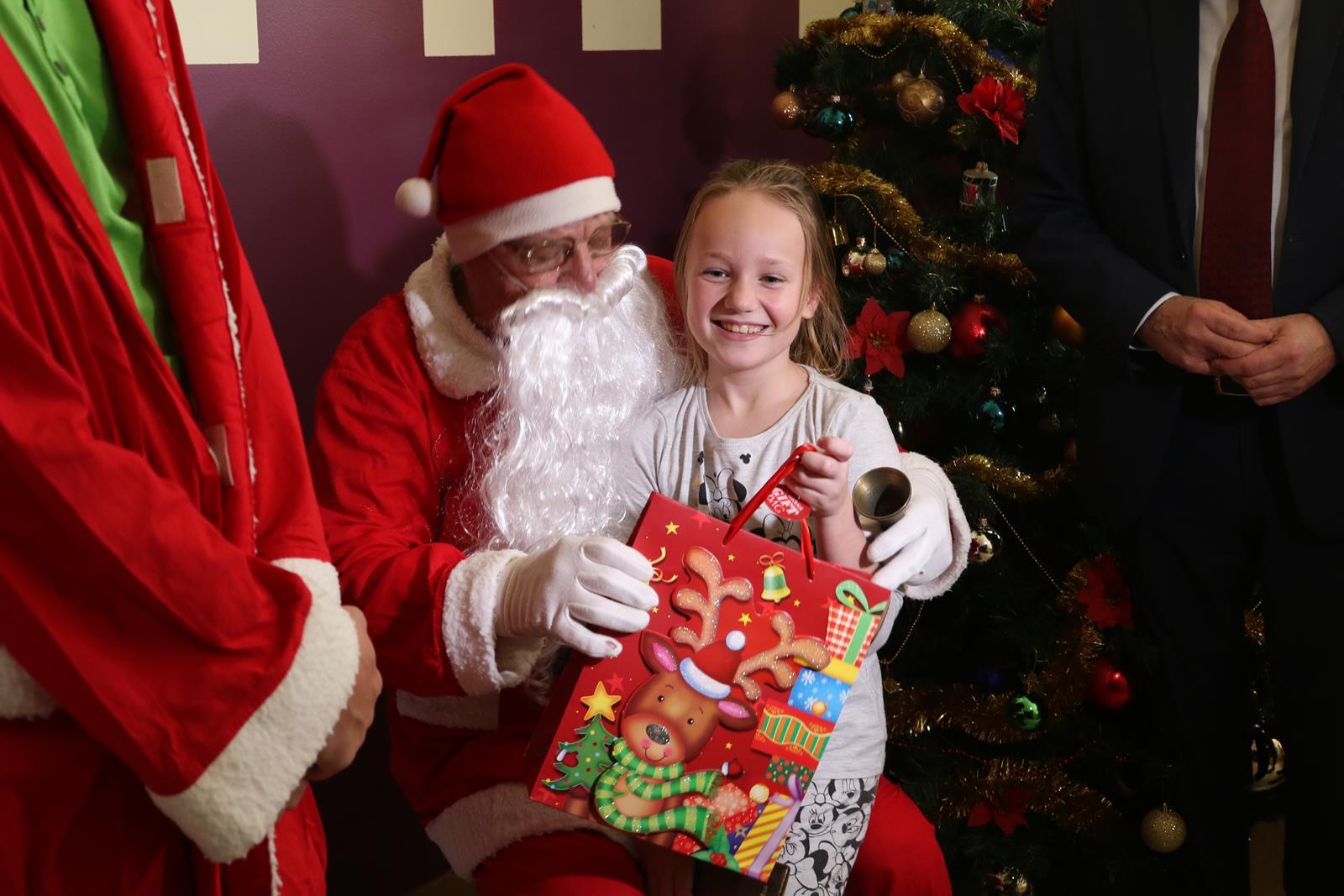 Photo of Mikołaj odwiedził dzieci w PCMD – ZOBACZ ZDJĘCIA