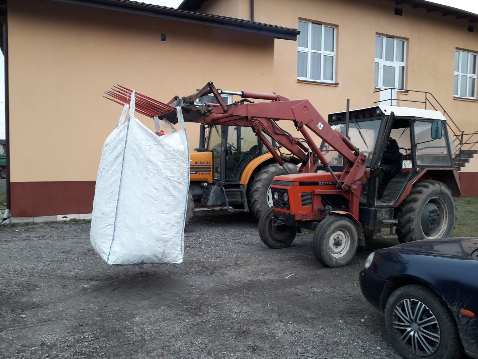 """Photo of """"Ktoś pytał czy rolnicy zablokowali DK12. Nie, oni wiozą złom dla małego Krystiana!"""" – ZDJĘCIA, FILM"""