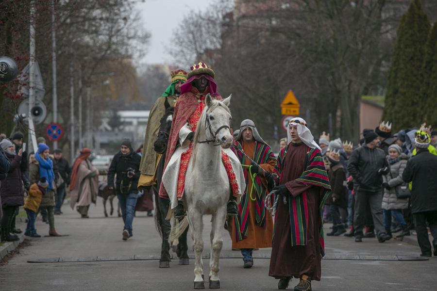 Photo of Kacper, Melchior i Baltazar przeszli w orszaku ulicą Słowackiego