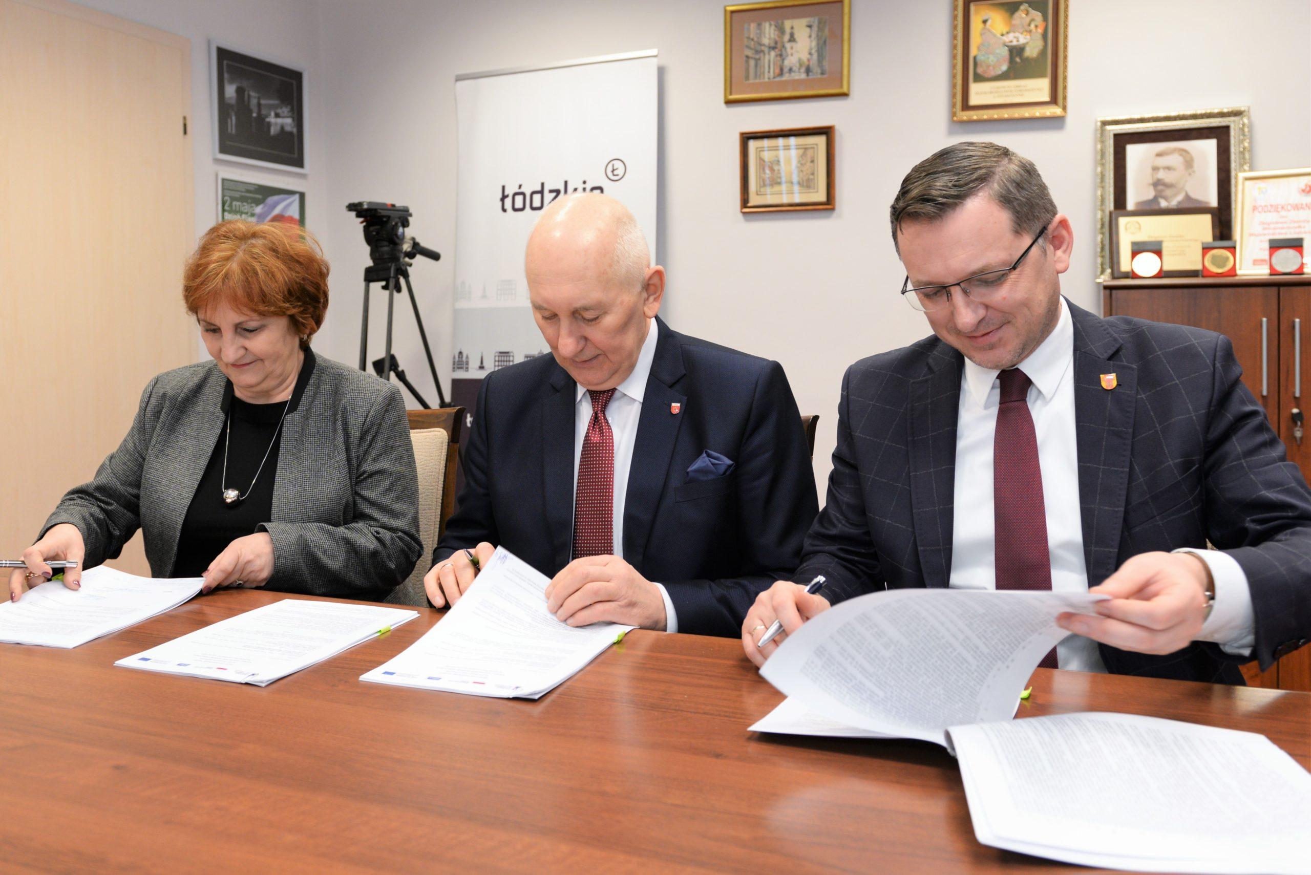 Photo of Blisko 16 mln zł dla Moszczenicy – POSŁUCHAJ