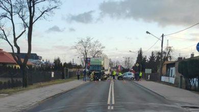 Photo of Wypadek na Łódzkiej. Kierowca osobówki prawdopodobnie zasnął za kierownicą