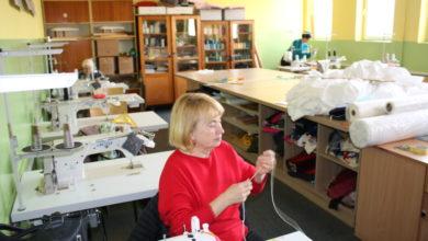 Photo of Sulejowskie kursantki szyją maseczki