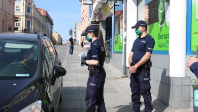 Photo of Policja edukuje i rozdaje maseczki. Później posypią się mandaty