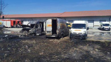 Photo of Spłonęły dwa dostawczaki – powodem wypalanie traw?