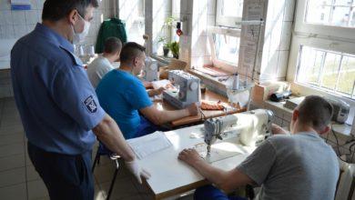 Photo of Więźniowie z Piotrkowa szyją maseczki