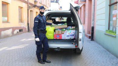 """Photo of Policjanci i pracownicy KMP przekazali żywność do magazynu """"Widzialnej Ręki"""" [ZDJĘCIA,FILM]"""
