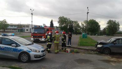 Photo of Szarżowanie skodą zakończyło się ścięciem betonowego słupa