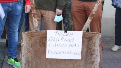 Photo of Prezydent nie spotkał się z protestującymi kupcami. Taczka nadal w gotowości – [ZDJĘCIA,FILM]