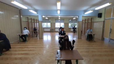 Photo of Ruszyły matury – dziś egzamin z j.polskiego. Obowiązkowe maseczki albo przyłbice