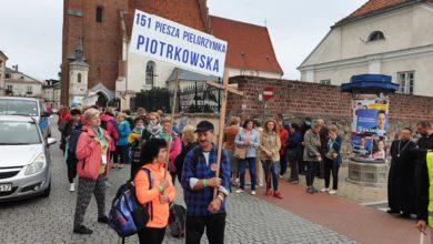 Photo of Pielgrzymi z Piotrkowa w drodze do Częstochowy – ZDJĘCIA,FILMY