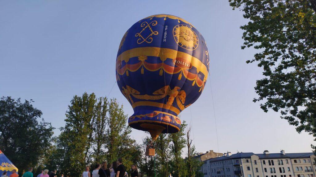 Balon nad Mediateką – posłuchaj, zobacz zdjęcia i film