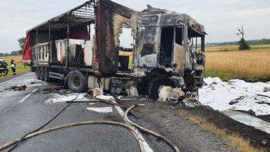 Photo of Zderzenie trzech TIRów i osobówki. Jedna z ciężarówek spłonęła