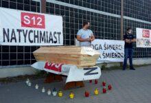 Photo of Trumna i znicze, czyli symboliczny pogrzeb DK12