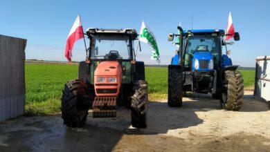 Photo of Protest w Gorzkowicach odwołany. Rolnicy przejechali do Piotrkowa – FILM, ZDJĘCIA