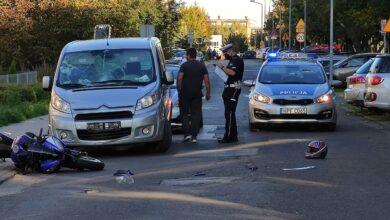 Photo of Czołowe zderzenie osobówki z motocyklem