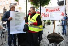 Photo of Rolnicy z powiatu piotrkowskiego blokowali wjazd zachodnich świń do Polski – FILM