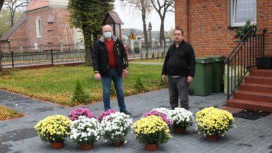 Photo of Akcja Chryzantemy w gminie Rozprza zakończona – kwiaty ozdabiają kościoły