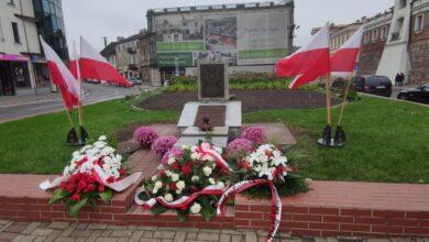 Photo of Kwiaty na Święto Niepodległości – FOTORELACJA