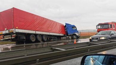 Photo of Ciężarówka wpadła do rowu, a kierowca dostał mandat